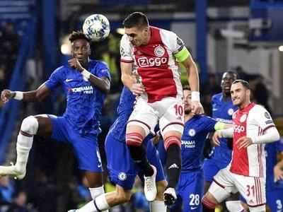 El Ajax tira de orgullo para aguantar en Stamford Bridge