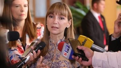 Bacigalupo pide a Contraloría derecho a defensa y respeto a las leyes