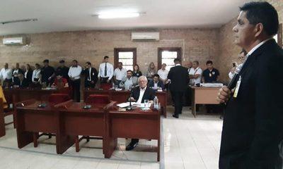 Concejales no le dejan hablar a director que reveló sus negociados con casillas