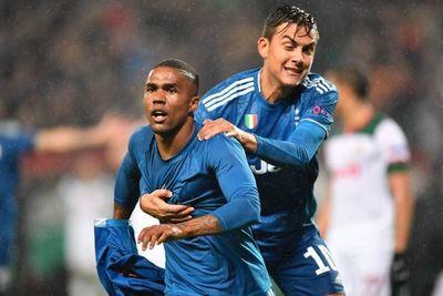 Douglas Costa clasifica a la Juve in extremis