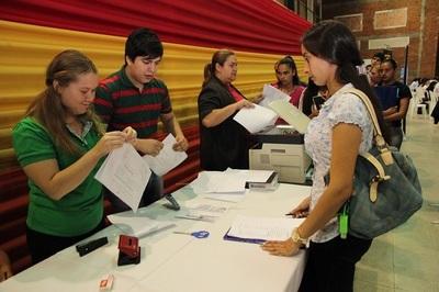 Ofrecen más de 700 puestos de trabajo en feria de empleo