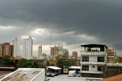 Calor, lluvias y humedad marcarán la jornada del jueves