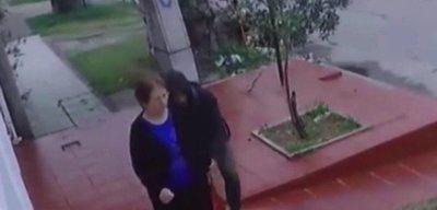 Disparar a un ladrón mientras huye, ¿es legítima defensa?