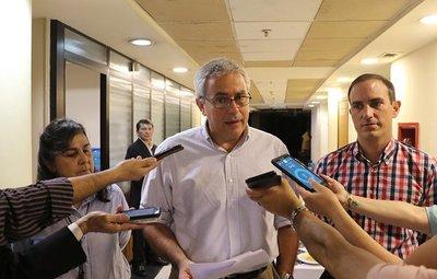 Zavala critica la suspensión de la licitación para alquilar máquinas de votación