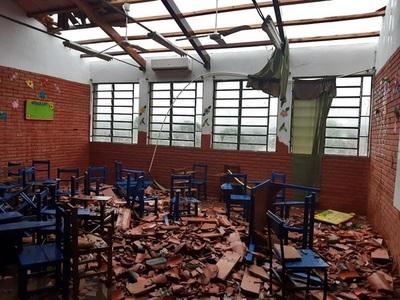 Fuerte temporal causa destrozos en Ñemby y Villa Elisa