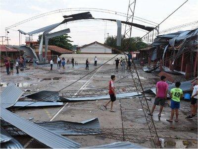 Temporal deja destrozos a su paso  en Gran Asunción