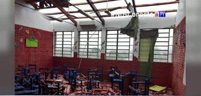 Así la furia del viento azotó una escuela en Ñemby