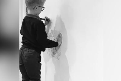 Lo regañaban por dibujar en clase y lo que hace ahora es fascinante