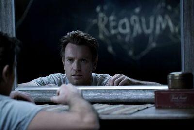 """""""Doctor Sueño"""" es un fascinante duelo entre dos posturas sobre la muerte"""