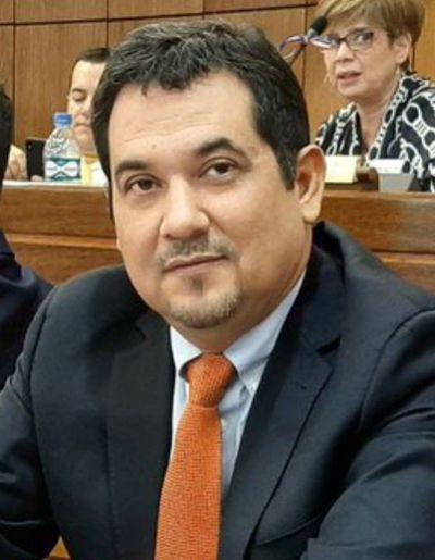 "Desbloqueo: ""Se le pilló a gente que direcciona la licitación"", según senador Arévalo"
