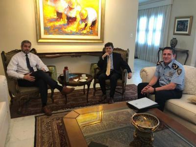 Abdo Benítez sigue de cerca la cobertura de seguridad brindada a hinchas