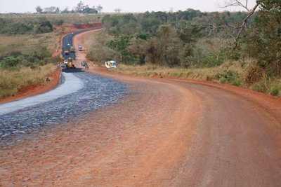 Asfaltarán 71 km de Caaguazú, Guairá y Alto Paraná
