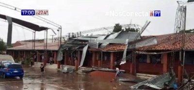 Tormenta destruye tinglado de colegio en Ñemby