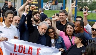 Lula ataca a Bolsonaro en su primer discurso en libertad