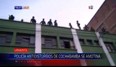 Bolivia: Policías se amotinan en Cochabamba