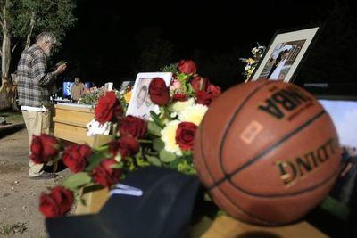 Furiosos e indignados, mormones entierran a víctimas de ataque en México