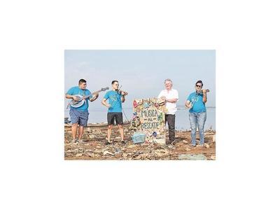 La Orquesta H2O ofreció   un recital  a   orillas del río