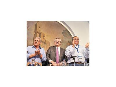 Fernández promete a sindicatos peronistas lugar en su gobierno