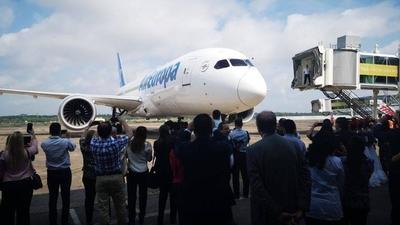 HOY / Paraguay fortalece conectividad aérea con llegada del Dreamliner