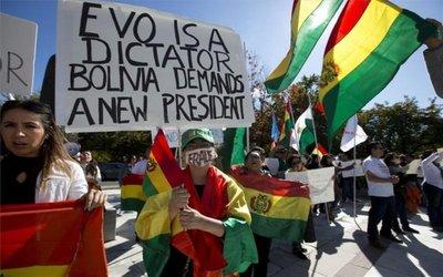 Bolivianos exigen renuncia de Evo Morales