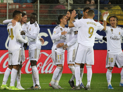 Real Madrid golea y lidera en España