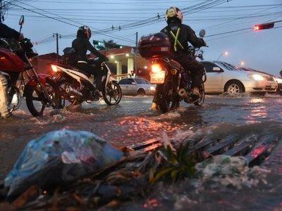 Fuertes lluvias deja a varias ciudades sin energía eléctrica