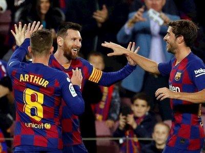Messi decide con un triplete