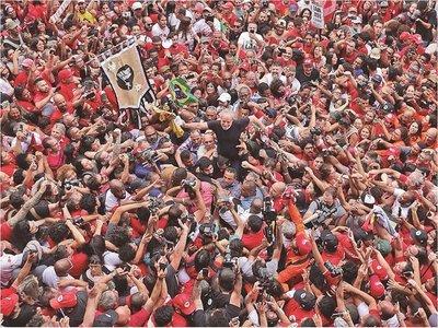 Lula y Bolsonaro alistan fuerzas para un duelo por el destino de Brasil