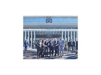 Infantino inauguró la nueva sede de la APF