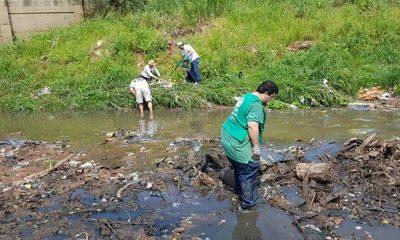 Ciudadanos buscan restaurar vida en la bahía de Asunción