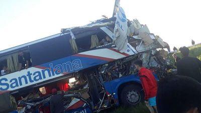 Cinco fallecidos tras choque que involucra a bus paraguayo en Argentina