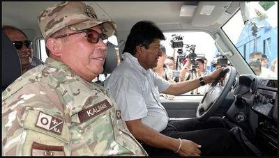 """Militares y policías piden a Evo Morales que renuncie para """"pacificar"""" al país"""