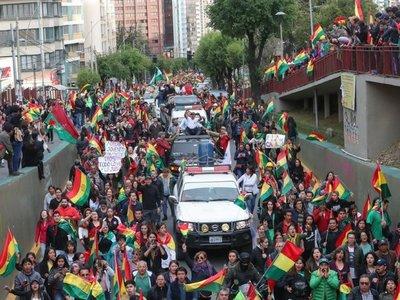 Evo Morales renunció después de perder apoyo de militares y policías