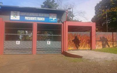 Pintan mural en cuartel de bomberos en Franco