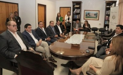 Gobernador pide que cumplan Ley para gobernaciones con relación al PGN