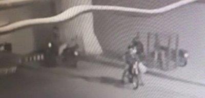 Hicieron compras en super y de paso robaron una moto