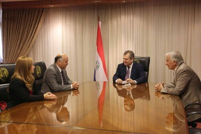 Presidente de la CSJ recibió a embajador de Chile