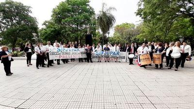 Presidente de Colegio de Abogados reprocha huelga y la califica de ilegal