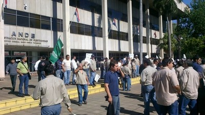 Funcionarios de la ANDE irán a huelga por dos días
