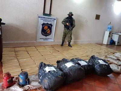 Incautan drogas y destruyen campamento marihuanero en Amambay