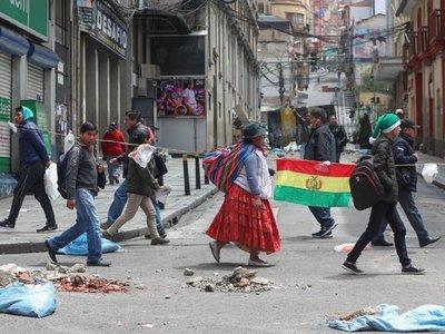 Bolivia enfrenta vacío de poder, y la OEA pide una salida constitucional