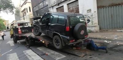 HOY / Accidente involucró a bus y a camioneta en el microcentro