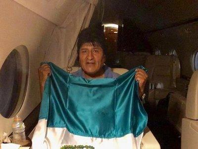 ¿Por qué el avión que transportaba a Evo Morales aterrizó en Paraguay?