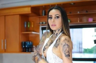 Acela Gómez tatuó sus curvas y nos regaló esta sensual producción