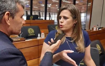 Diputada insiste con disminuir presupuesto del Parlasur