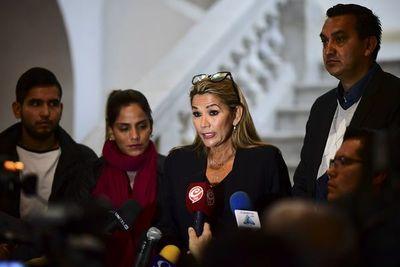 Senadora Añez espera asumir como presidenta interina de Bolivia