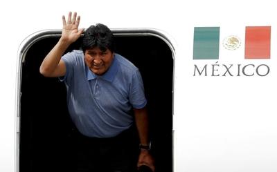 """Morales aterrizó en México y dijo que Obrador """"le salvó la vida"""""""