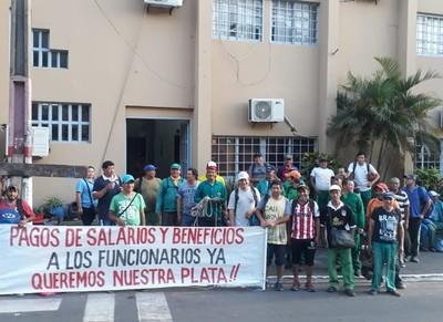 No dejan ingresar ni salir a las personas de la Municipalidad de Lambaré