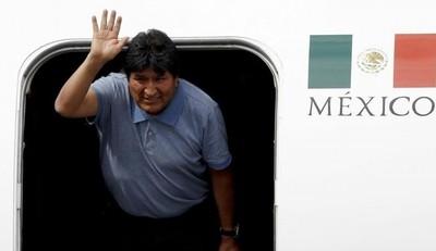 Evo Morales llegó a México y agradeció a López Obrador: 'muchas gracias por salvarnos la vida'