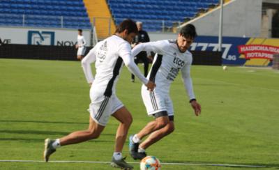 HOY / Se acoplan otros futbolistas a los trabajos previos al primer test